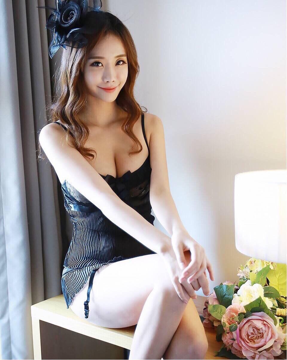 性感美女pp_束胸内衣性感美女